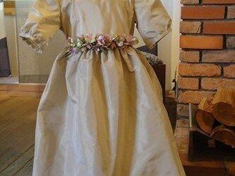 タフタのドレスの画像
