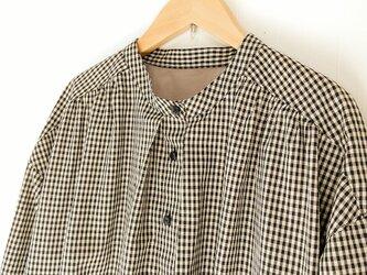 スタンドカラーシャツワンピース M~L アイボリー×黒の画像