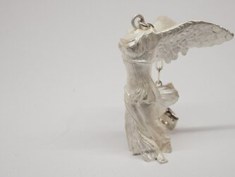winged victory white-up pendantの画像