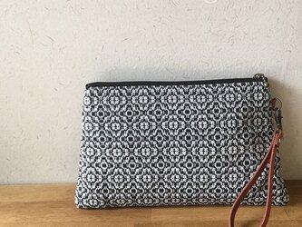pouch[手織り台形ポーチ] ブラックの画像