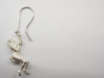 climber woman white-up pierceの画像