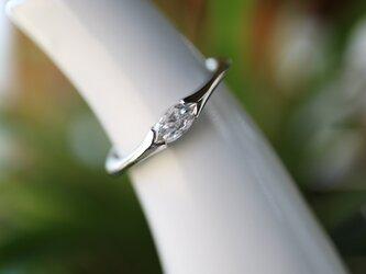 マーキスダイヤモンド指輪の画像