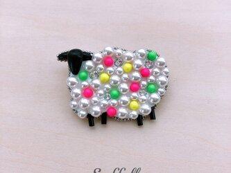 羊のブローチ〈ネオン〉の画像