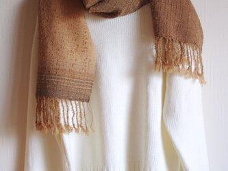 ちょっとモフモフ・大きめサイズのブラウン系ウールマフラー 草木染め(くるみ・桜・紅茶等)・手織りの画像