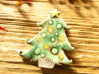 クリスマスツリーのブローチの画像