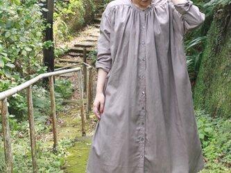 綿麻ギャザーシャツワンピース(ベージュ)の画像