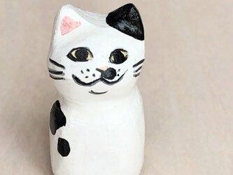 木彫り猫 小さな黒ぶち猫の画像