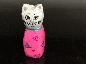 木彫り猫 ピンクの画像