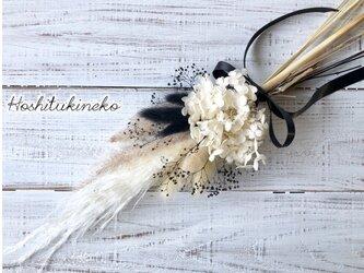 星月猫★「パンパスグラスとホワイトアナベルのモノトーン一輪挿し用スワッグ」ドライフラワー 花束の画像