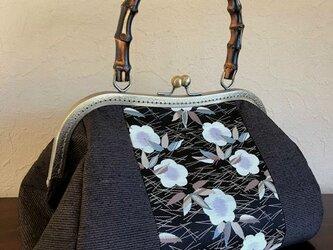 縞紬と松竹梅柄の帯地との剥ぎ 竹の手のがま口手提げ の画像