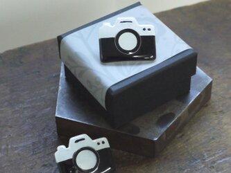 七宝焼シルバーブローチピン カメラの画像