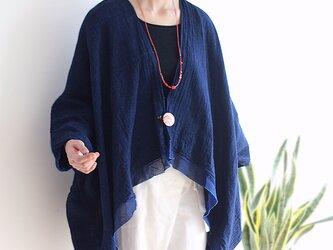 刺繍ブローチ付きインディゴ手織り綿カーディガンの画像