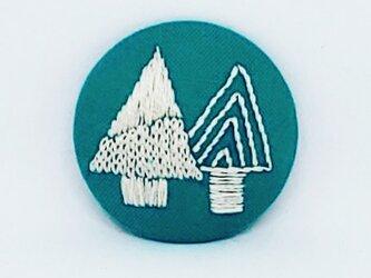 刺繍ブローチ・ツリー(グリーン×オフホワイトの画像