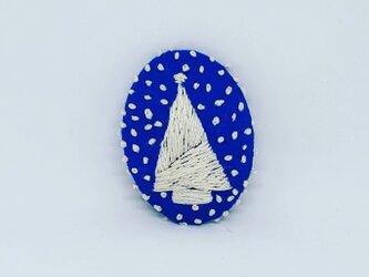 刺繍ブローチ・ツリー( 青×オフホワイト)の画像