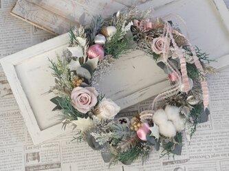 グレイッシュピンクのクリスマスリースの画像
