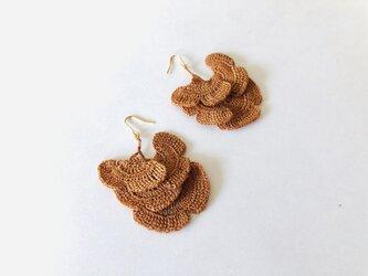 イチョウのピアス/茶色(かぎ針編み・レース糸)の画像