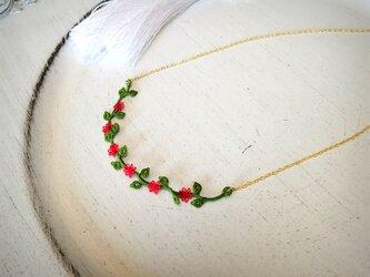 レース編み小さな薔薇のネックレスの画像