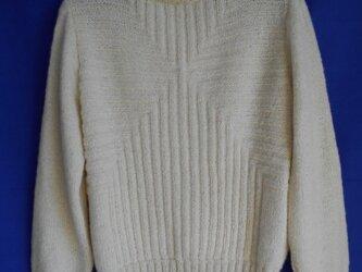 アルパカのハイネックセーターの画像