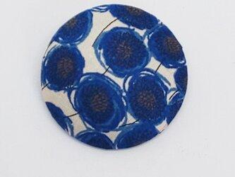 ブローチ・リバティプリント使用(青いお花)の画像