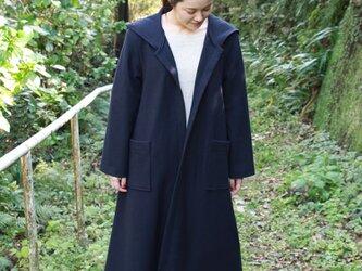 圧縮ウールのフード付きコートの画像
