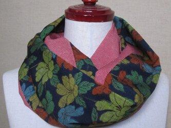 着物リメイク 草花模様×青海波模様のウール反物から作ったスヌードの画像