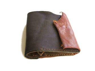 財布 二つ折り チャコールグレー×ブラウンの画像