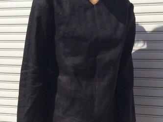 リネンの体型カバーTブラウスVネックブラックの画像