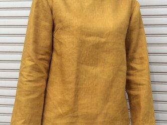 リネンの体型カバーTブラウス山吹色の画像
