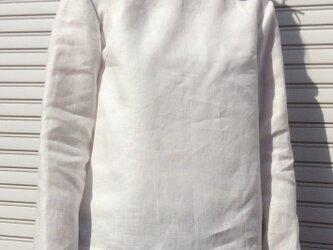 リネンの体型カバーTブラウス白の画像