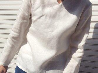 リネンの体型カバーTブラウスVネック白の画像