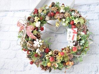 33cm 迎春&クリスマス 赤いすずめ瓜蔓リース:木の実・赤・お正月・リボンの画像