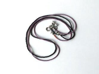 毎日のネックレス 紫と黒 /2本セット, ガラスビーズの画像