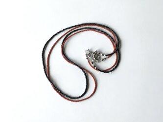 毎日のネックレス 赤茶色と黒 /2本セット, ガラスビーズの画像