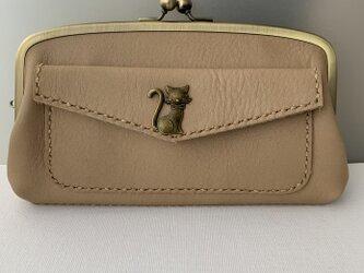 ネコさんホックの外ポッケが付いた、本革親子がま長財布の画像