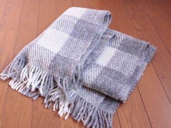 【手紡ぎ・手織り】ナチュラルな羊の色のチェック柄ブランケットの画像