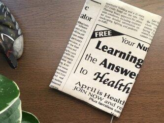 英字新聞柄のマニッシュなブックカバー・・文庫本サイズの画像