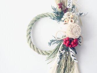 ボタニカルなバラと木の実のしめ縄飾り(オフホワイト)お正月飾り しめ縄リース ドライフラワーの画像