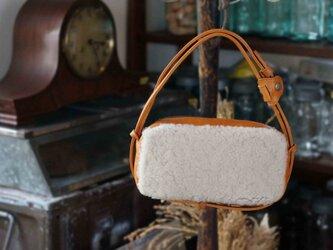 贅沢ふかふかムートンとITALY革コンビ#white:2WAY機能ポシェット◎内装キーホルダー付きの画像