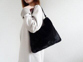クリーミーファーワンハンドルバッグ<ブラック×ブラック>の画像