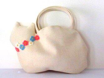【冬の新作】お花モチーフ ウールの白猫バッグBの画像