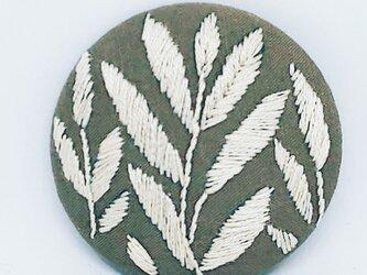 刺繍ブローチ・leaf( ベージュ×オフホワイト)の画像
