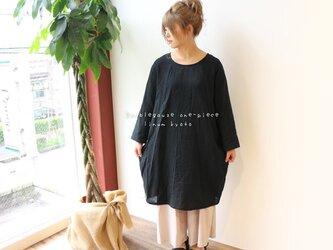 【Fサイズ】ゆるふわダブルガーゼで魅せる、ほっこりシンプルなドルマンワンピース(ブラック)の画像