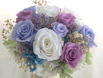 【プリザーブドフラワー/ROSEアレンジ 】3色の薔薇の美しく静かなエレガンスの画像