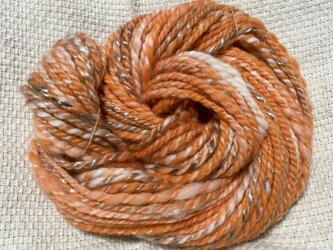 【手紡ぎ糸(スピンドル)の販売です✨】  メリノウール&手染めのテンセル 67g オレンジ系の画像