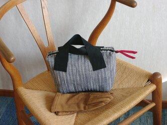 小さなバッグ 絣グレーの画像
