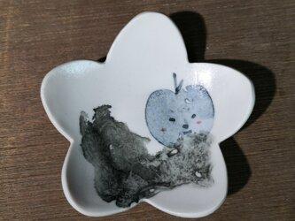 花形小皿(照れリンゴ)の画像