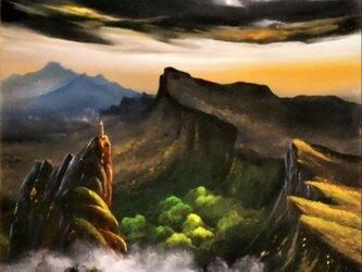 暗雲と役に立たない灯台との画像