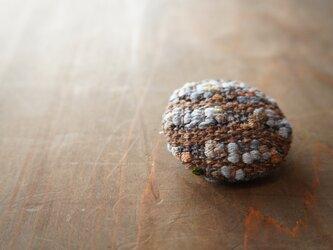 手織りのブローチの画像