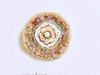 ビーズ刺繍ブローチの画像