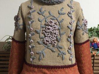 花モチーフとギンガムチェックのセーターの画像
